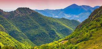 Bello paesaggio di estate nelle alpi italiane Fotografia Stock