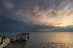 Bello paesaggio di formazione della scogliera durante l'alba sbalorditiva Fotografia Stock