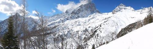 Bello paesaggio di inverno delle montagne del gebirge dei totalizzatori Fotografia Stock