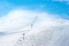 Bello paesaggio di inverno delle montagne di Dombaj con cielo blu, Cl Immagini Stock Libere da Diritti
