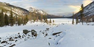 Bello paesaggio di inverno, montagne di Altai, Siberia, Russia Immagini Stock Libere da Diritti