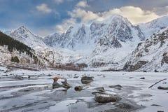Bello paesaggio di inverno, montagne Russia di Altai Fotografie Stock