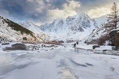 Bello paesaggio di inverno, montagne Russia di Altai Immagini Stock