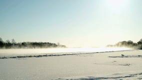Bello paesaggio di inverno nel giorno soleggiato archivi video