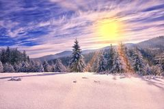 Bello paesaggio di inverno nelle montagne Tramonto Fotografia Stock Libera da Diritti