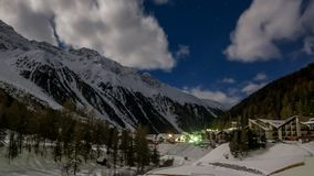 Bello paesaggio di notte della stazione sciistica popolare Solda Sulden Immagini Stock
