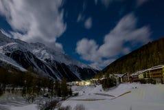 Bello paesaggio di notte della stazione sciistica popolare Solda Sulden Fotografie Stock