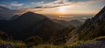 Bello paesaggio di tramonto alla montagna del herzogstand, Baviera superiore Fotografie Stock