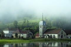 Bello paesaggio naturale di Abbey Lake in Giura, Francia Fotografia Stock Libera da Diritti