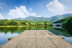 Bello paesaggio naturale di Hangzhou nel parco fotografia stock libera da diritti