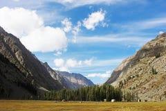 Bello paesaggio nelle montagne fotografia stock libera da diritti