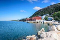 Bello paesaggio norvegese sulla costa di Jorpeland immagini stock libere da diritti