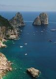 Bello paesaggio, rocce ed il mare Immagini Stock