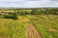 bello paesaggio rurale, contro il cielo blu Immagini Stock