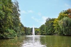 Bello paesaggio, serpente della fontana nell'arboreto nazionale Sofiyivka, Uman, Ucraina Immagini Stock