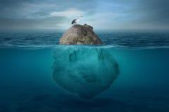 Bello paesaggio subacqueo con una piccola isola immagini stock libere da diritti