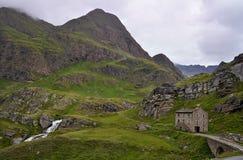 Bello paesaggio sul DES Grandes Alpes dell'itinerario con il passo de l passo di montagna di Iseran del ` in Francia Immagine Stock Libera da Diritti