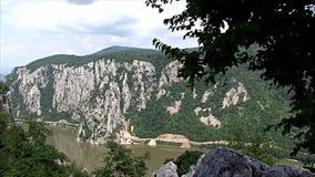 Bello paesaggio sulla gola di Danubio stock footage