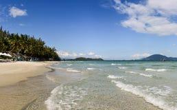 Bello paesaggio tropicale selvaggio della spiaggia nel Vietnam fotografie stock libere da diritti