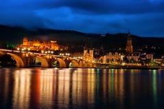 Bello paesaggio urbano crepuscolare Heidelberg Germania del Neckar Alte Bruecke Immagine Stock Libera da Diritti
