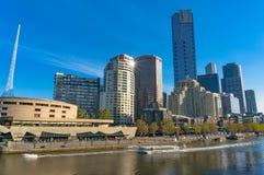 Bello paesaggio urbano di Melbourne Southbank con la vista del fiume Fotografia Stock