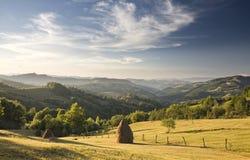 Bello paesaggio verde della montagna fotografie stock libere da diritti