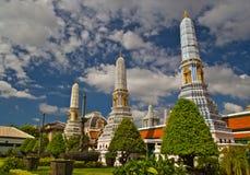 Bello pagoda su cielo blu Immagine Stock