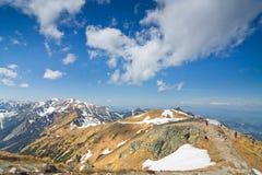 Bello panorama della montagna di alte montagne di Tatra nel Se di primavera Fotografie Stock