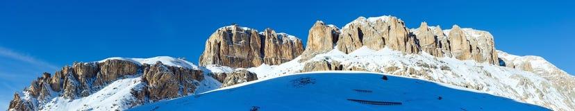 Bello panorama della montagna di inverno Immagine Stock
