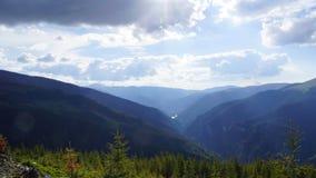 Bello panorama delle montagne carpatiche Immagini Stock