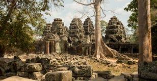 Bello panorama di Banteay Kdei con l'albero e le torri Immagine Stock