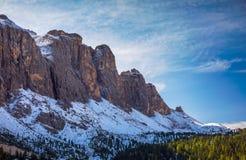 Bello panorama di inverno con la neve fresca della polvere Paesaggio con Fotografie Stock