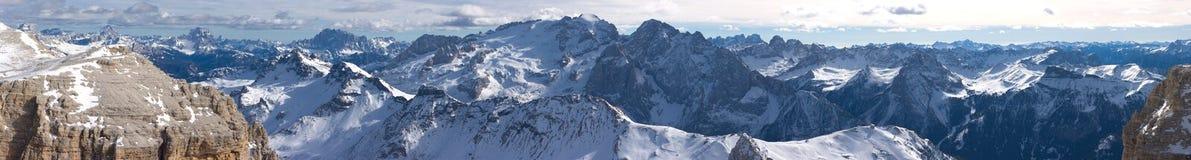 Bello panorama di paesaggio della montagna di inverno Fotografie Stock