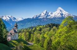 Bello panorama nelle alpi bavaresi, terra di Berchtesgadener, Germania della montagna Fotografia Stock