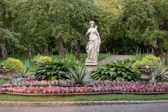 Bello, parco ben tenuto di estate fotografie stock libere da diritti