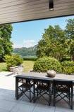 Bello patio di una villa Immagini Stock