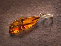 Bello pendente ambrato trasparente Fotografia Stock