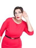 Bello più la donna di dimensione che ascolta con la mano il concetto dell'orecchio Fotografia Stock