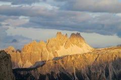 Bello picco roccioso delle dolomia al tramonto Immagine Stock Libera da Diritti