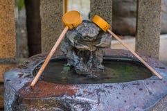 Bello piccolo santuario buddista in Korakuen Tokyo fotografie stock