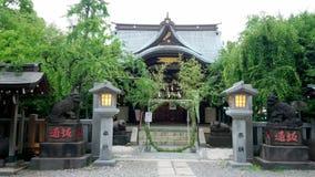Bello piccolo santuario buddista in Korakuen Tokyo video d archivio