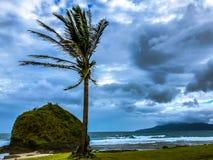 Bello pomeriggio alla spiaggia, Ilocos Norte, Filippine fotografie stock libere da diritti