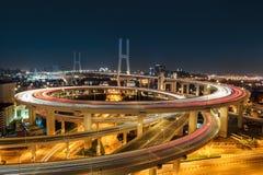 Bello ponte di nanpu di Schang-Hai alla notte Fotografie Stock Libere da Diritti