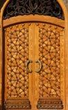 Bello portello di legno perfezionamento di arabesque immagini stock libere da diritti