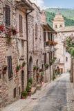 Bello portico decorato in cittadina in Italia di estate Fotografia Stock