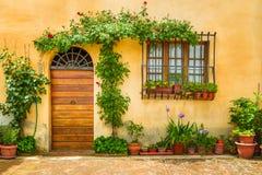 Bello portico decorato con i fiori Fotografia Stock Libera da Diritti