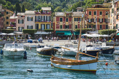 Bello porto di Portofino, un paesino di pescatori italiano, Genova, Italia Fotografia Stock
