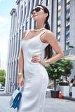 Bello progettista bianco alla moda di modello sexy del vestito da usura di donna Immagine Stock Libera da Diritti