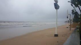 Bello pulisca la spiaggia isolata di Mumbai immagine stock