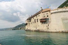 Bello punto di vista di Chateau de Chillon famoso al lago Lemano immagini stock